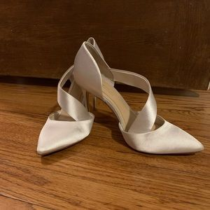 Imagine by Vince Camuto ivory satin heels